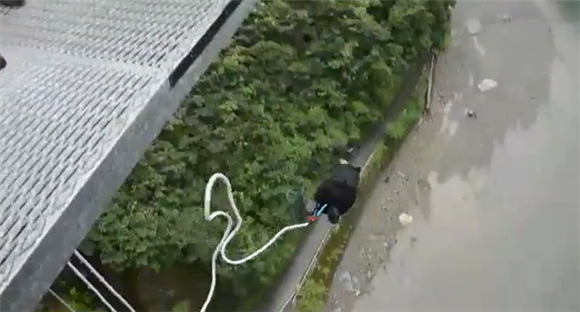 五木村バンジージャンプ2013。くまモンも飛んだ日本一高いバンジージャンプが期間限定で復活!