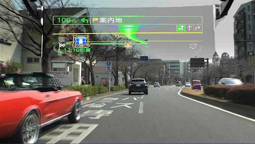 車のフロントガラスにナビゲーションが表示されるように見える車載HUDが低価格化と市場拡大