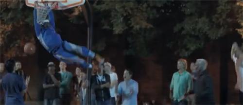 動画:街中のバスケットコートに現れたおじいちゃん達が若者相手にスーパープレー連発で大暴れ
