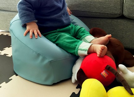 【キッズソファー リルム】バンボよりも座りやすくて良い感じ。1歳前後から使えるコンパクトな子供用チェアー購入レビュー