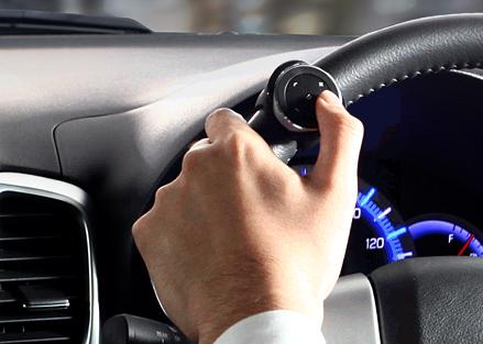 これ便利!車のハンドルに取り付けてスマホの音楽操作ができるリモコン《サンワサプライ SP-01M》