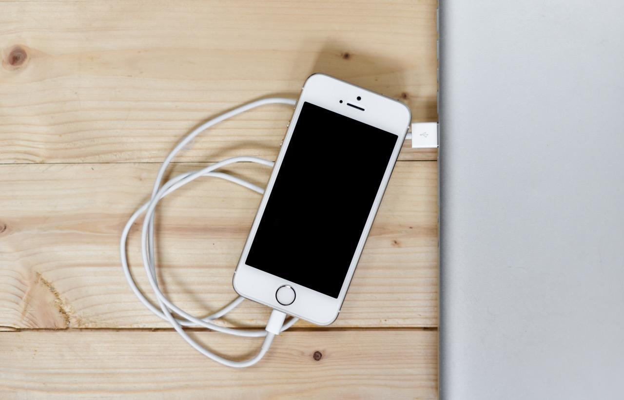 【購入レビュー】iPhoneと新型MacbookProの接続ケーブルにLOE Type C & Lightningを購入しました
