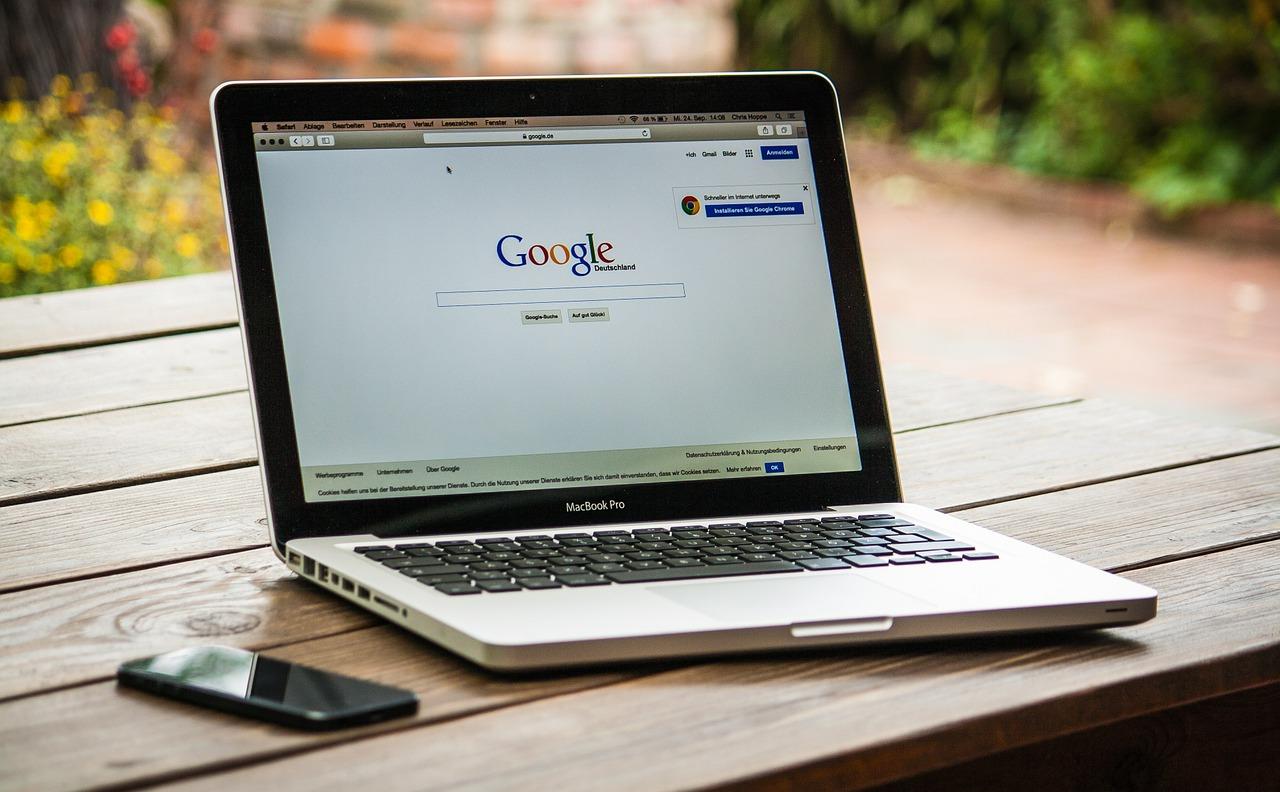 Googleフォトで特定の日付の動画を検索する方法