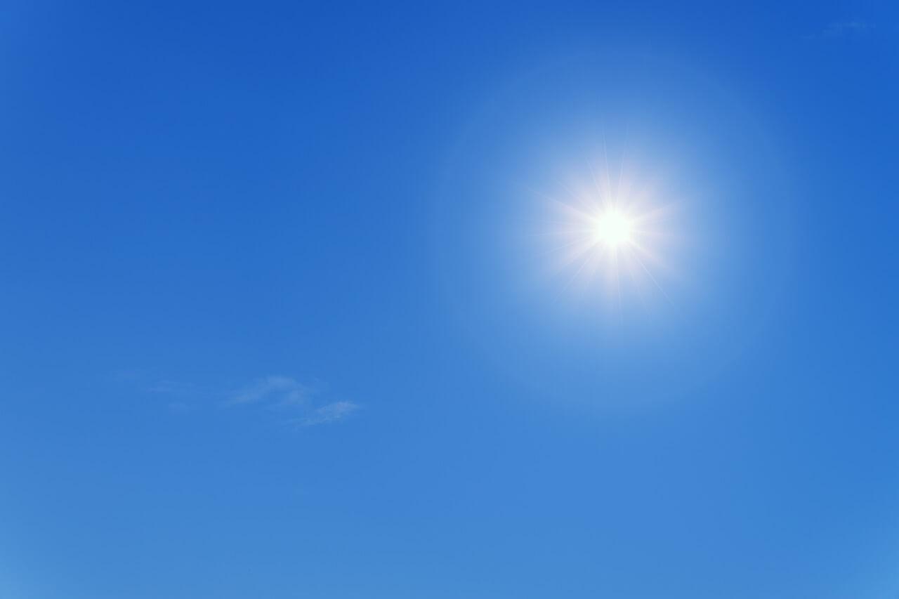 太陽光と青空を再現する照明で室内に青空の天窓を再現できる商品。CoeLux