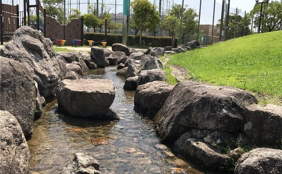 公園にある水遊び場、小さい池はなんというの? ⇒ じゃぶじゃぶ池